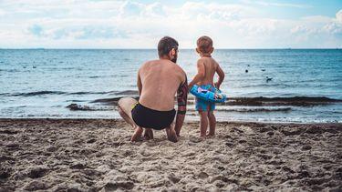 vader en kind op vakantie