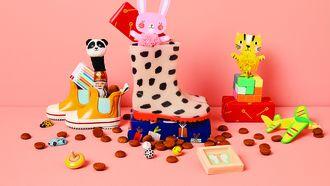 Laarsjes gevuld met snoepgoed en cadeautjes van de HEMA
