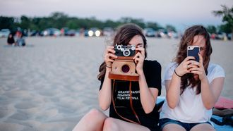 Vakantie met pubers. Vriendinnen met camera