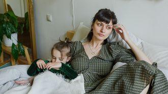 Moeder die radeloos is omdat ze loze dreigementen maakt naar haar kind dat nu niet meer luistert