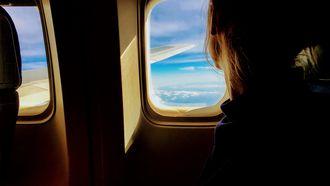 Columniste Brenda in het vliegtuig naar china