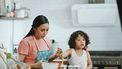 Moeder vraagt waarom kind iets doet