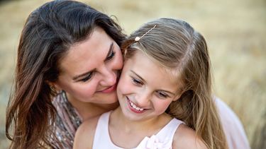 Een moeder met haar dochter