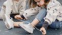 Wat kan een kind tussen 4 en 10 jaar oud? Veters strikken!