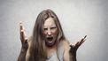 Meisje dat zich ergert aan de opmerkingen van haar ouders