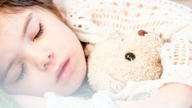 kind slaapt slapen goed voor hersenen