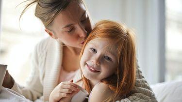Hechting ouder kind / Moeder kust dochter