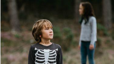 boswandeling jaloezie / kinderen in het bos