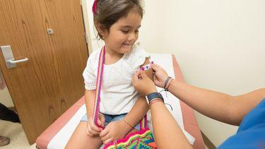 kinderen laten inenten