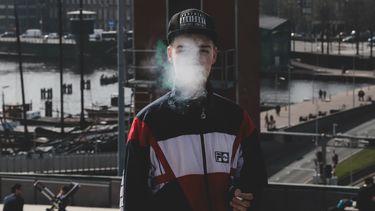 jongen rookt / hulp voor ouders als pubers roken