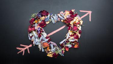 Een hart met een pijl erdoor: verkering op leeftijd is soms lastig voor de ouders