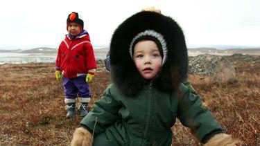 inuit ouders schreeuwen